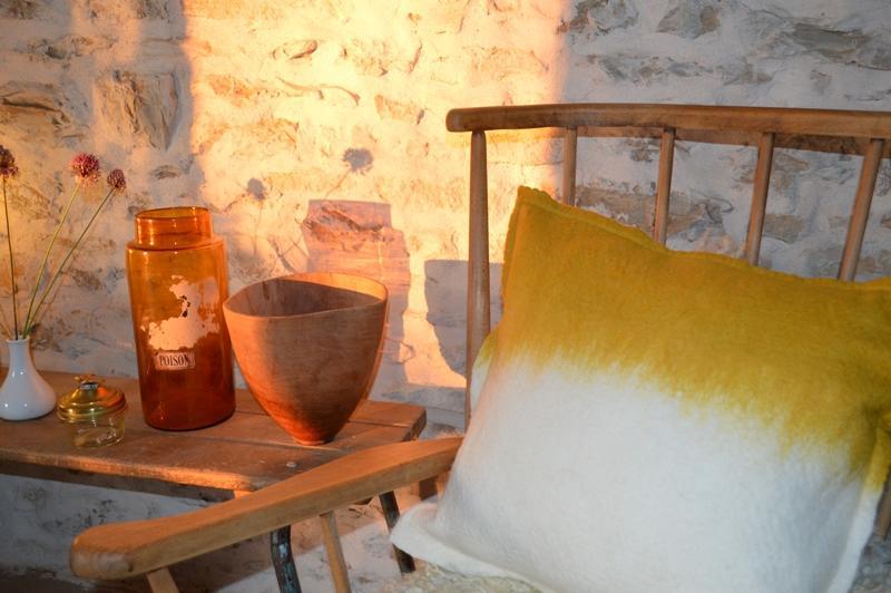 Maison-du-Causse---Coussin-jaune-et-blanc---Le-Bastit-web