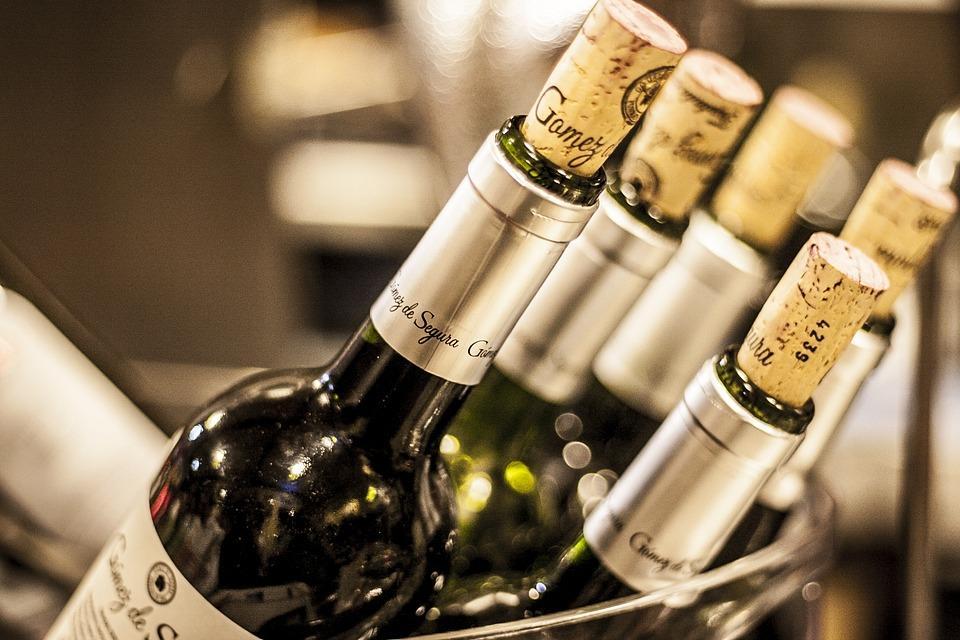 bottles-of-wine-3015285_960_720