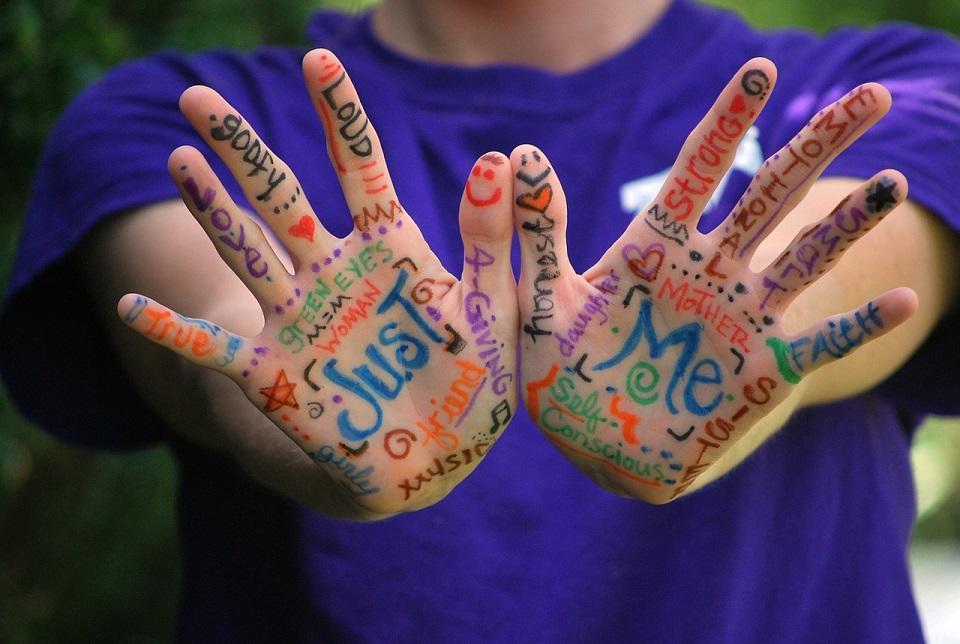 hands-423794_1280©pixabay