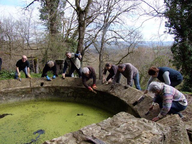 nettoyage -fontaine lavoir de La Poujade