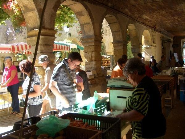 Marché St Geniez d'Olt