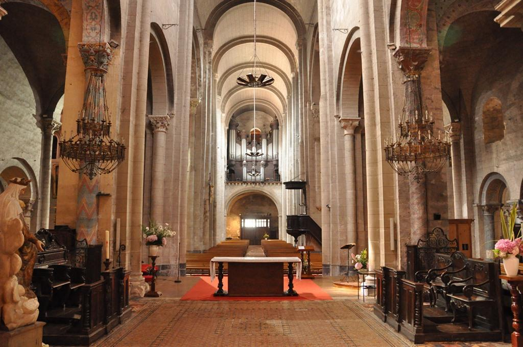 Abbatiale vers l'orgue