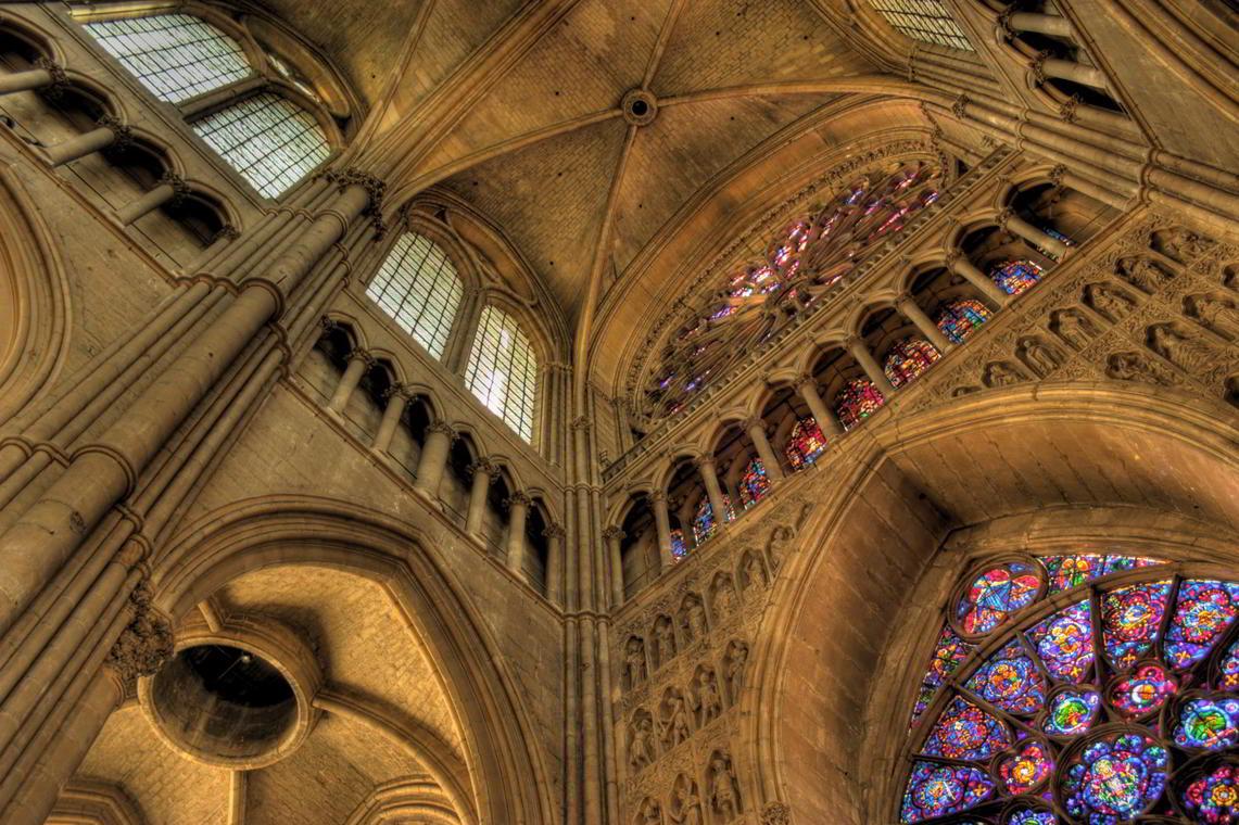 Interieur-Cathedrale-Notre-dame-de-Reims-visite-guidee-2