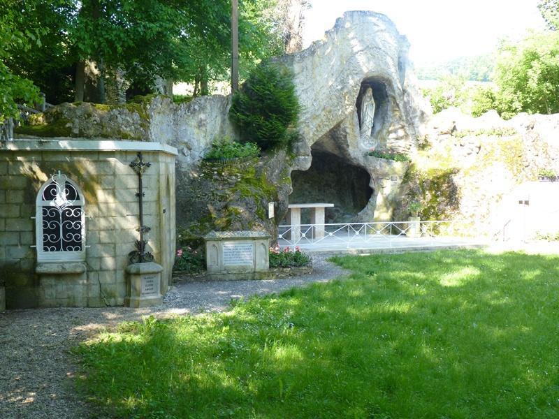 Réplique Grotte de Lourdes - Le Mesnil sur Oger