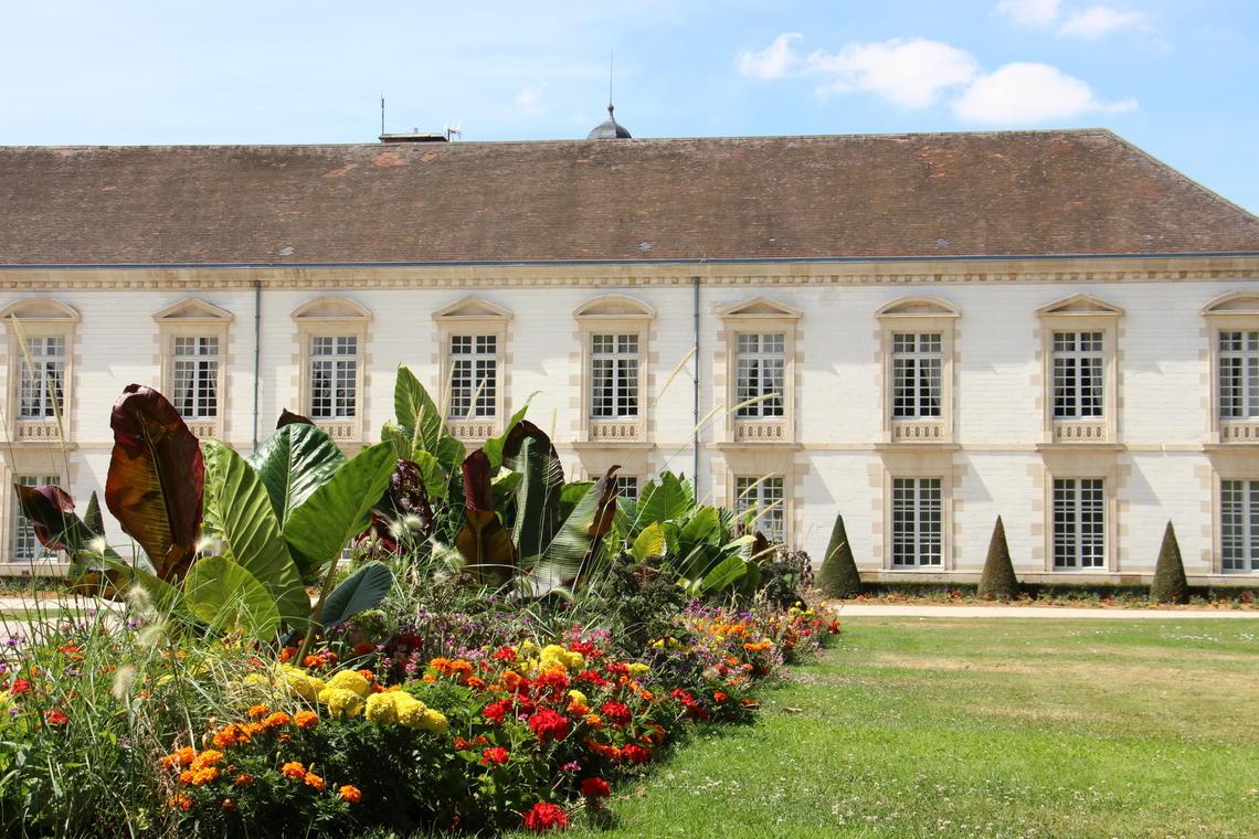 Vitry-le-Francois-Hotel-de-Ville-jardin-fleurs-2016-Collection Lac du Der