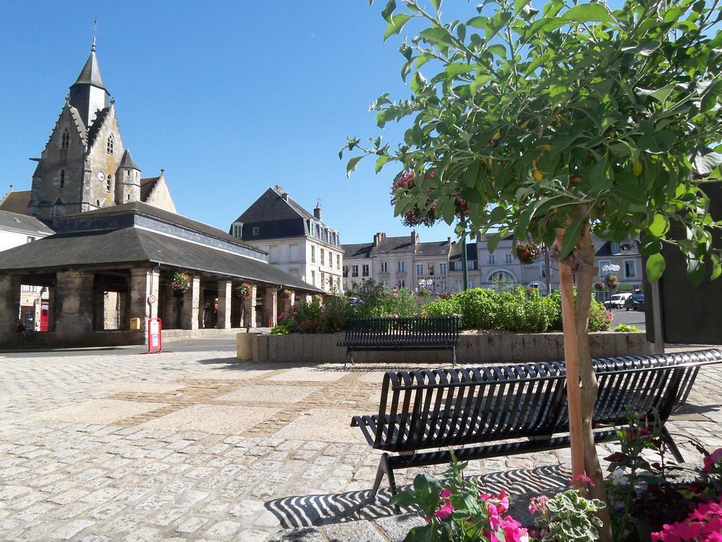 Mamers St Nicolas Halles et Square