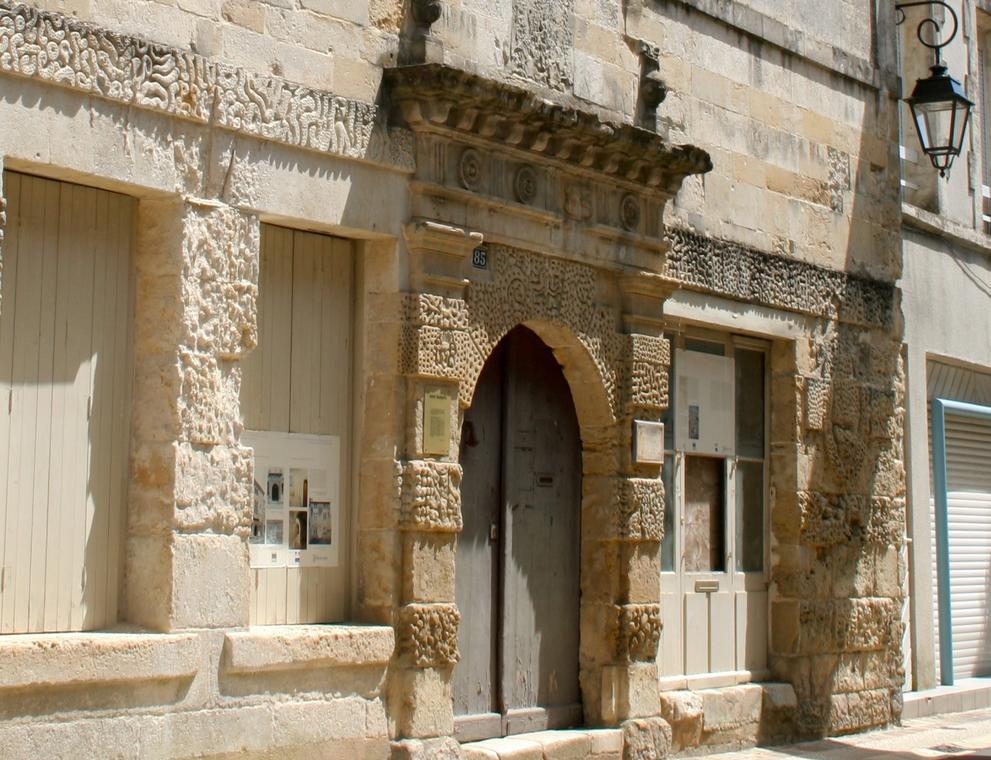 visite-guidée-fontenay-le-comte-les-ruelles-de-l-histoire-85200