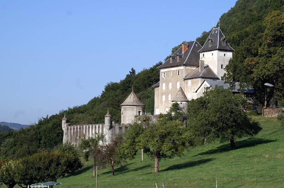 Chateau_de_beauregard_station_les_Brasses