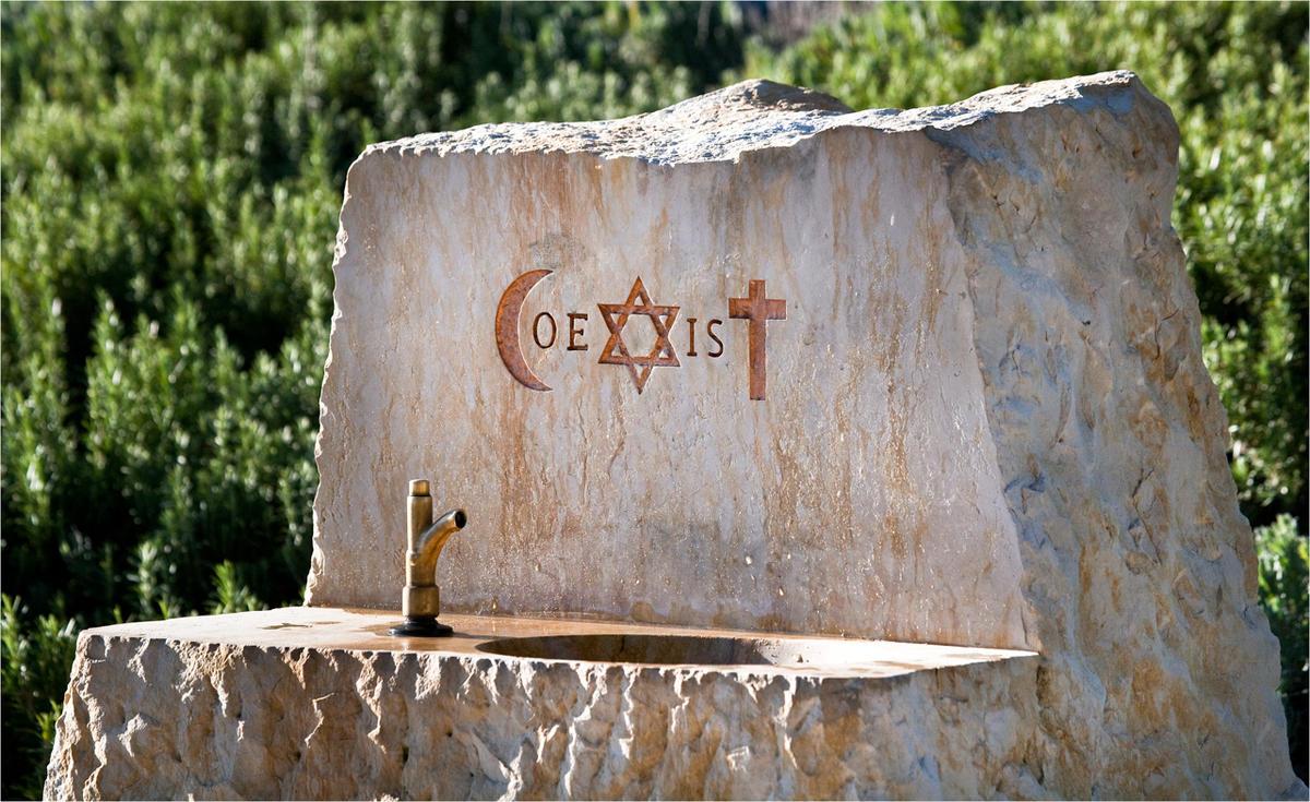Fontaine COEXIST