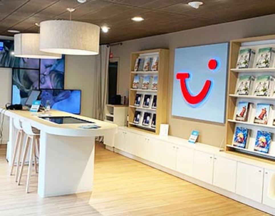 """Agence de voyages """"Nouvelles frontières - Tui Store"""""""