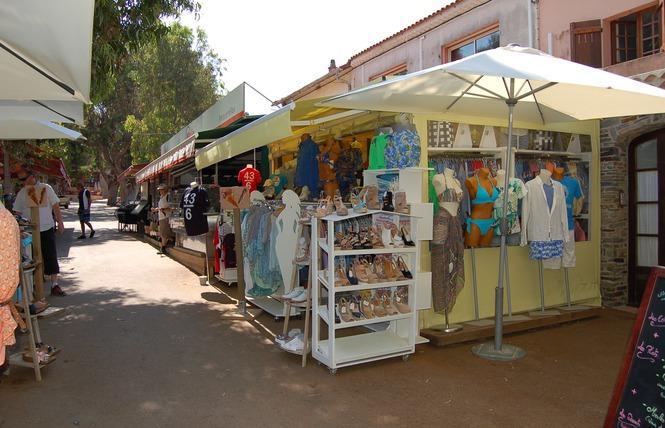 Boutique île de Porquerolles vêtements chaussures accessoires hommes femmes enfants centre village