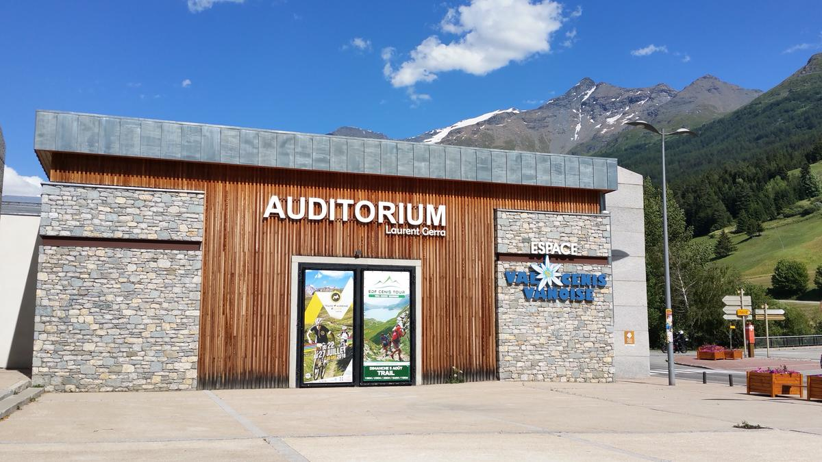 auditorium-laurent-gerra-val-cenis