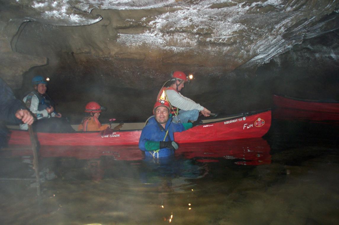 Canoé sur la rivière