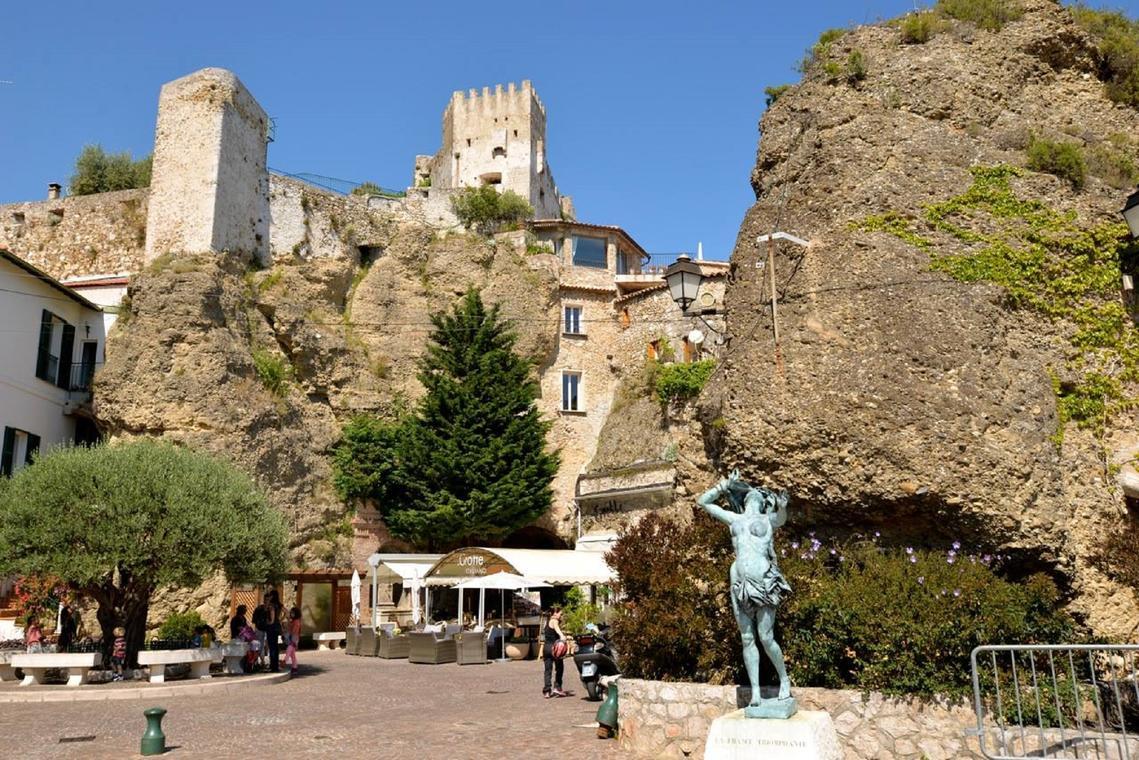 La Grotte et l'Olivier