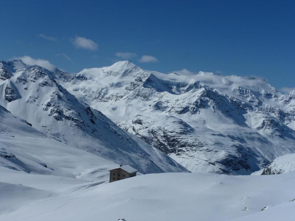 bonneval-sur-arc-refuge-carro-hiver