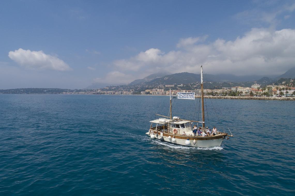 Balade en mer sur le littoral de la Riviera