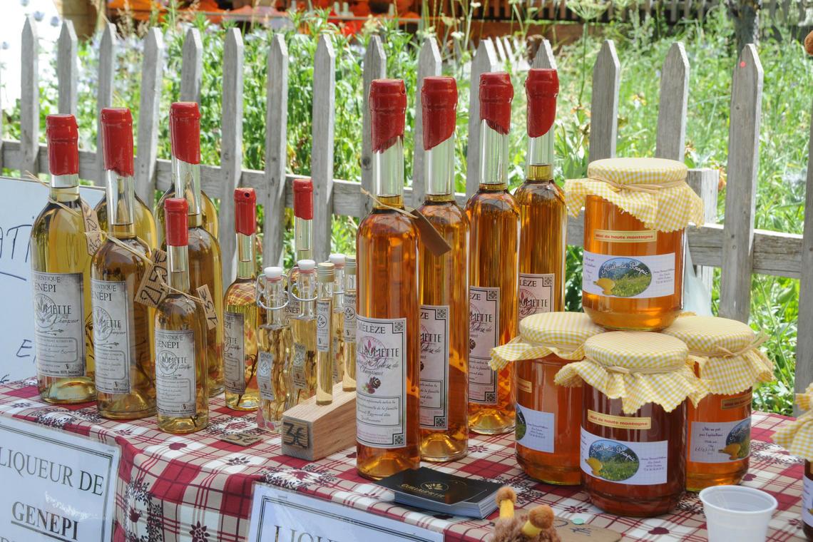 Produits locaux sur le marché d'Orcières Merlette