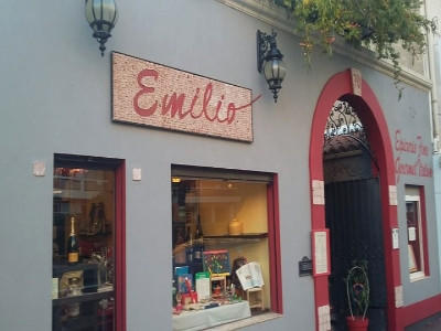 Restaurant épicerie Chez Emilio Marseille.jpg