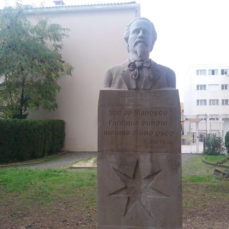 Buste et plaque Frédéric Mistral