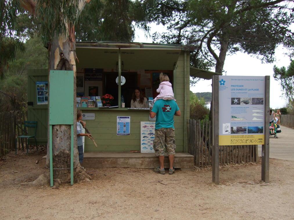 Point d'accueil du Parc national de Port-Cros au Cap Lardier