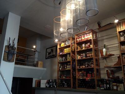 Restaurant épicerie La Cave à jambon Marseille.jpg