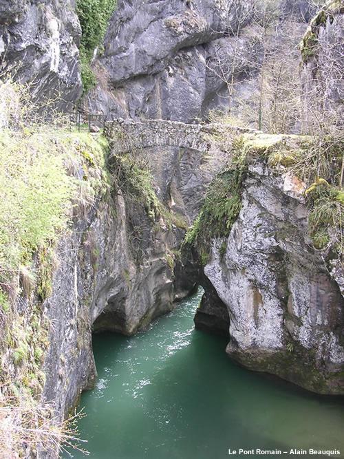Le Pont Romain - St Christophe la Grotte