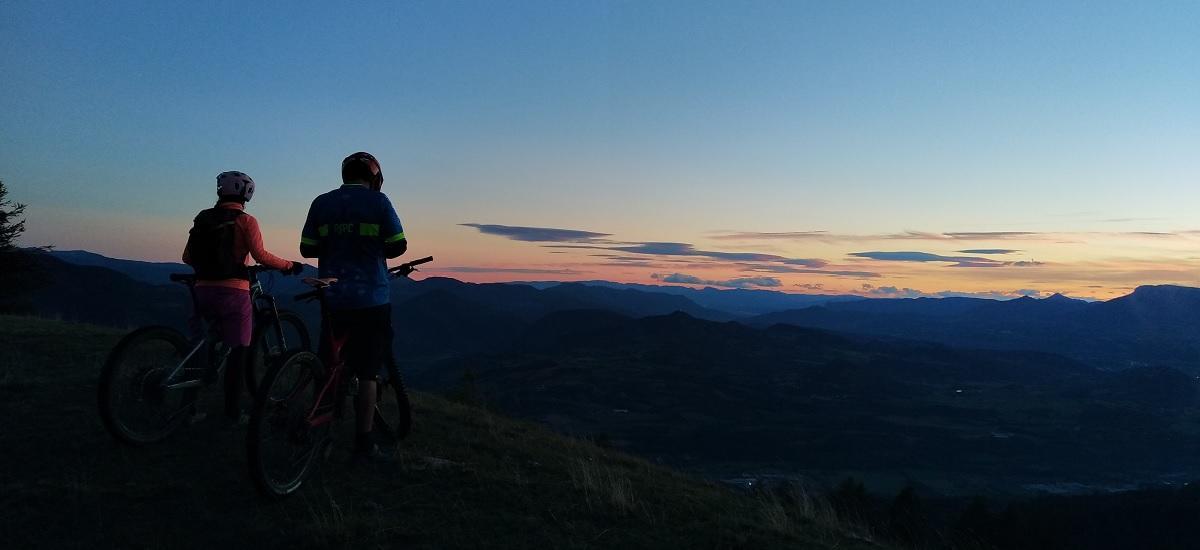 Lever et coucher de soleil en VTTAE
