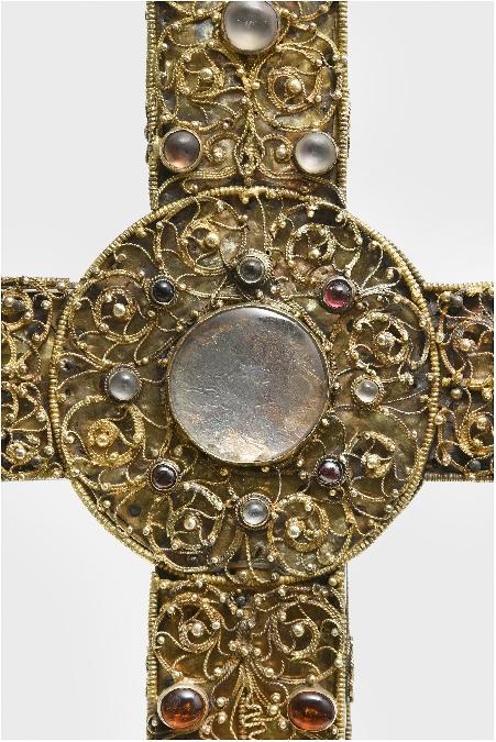 """Exposition : """"Objets sacrés, trésors d'orfèvrerie du Rouergue médiéval"""
