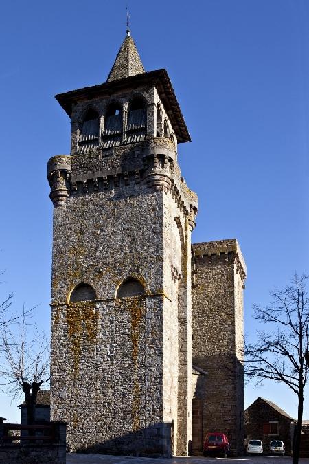 l'église fortifiée de Sainte-Radegonde