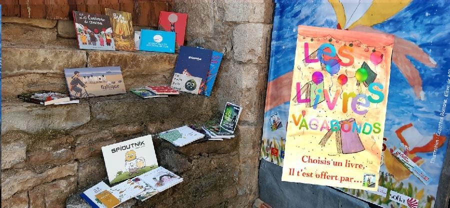 Les livres vagabonds du Livre Perché (albums pour tous les âges à lire dans le village)