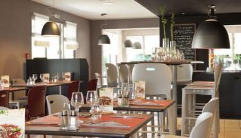 Campanile_restaurant<Péronne<Vallée de la Haute Somme<Somme