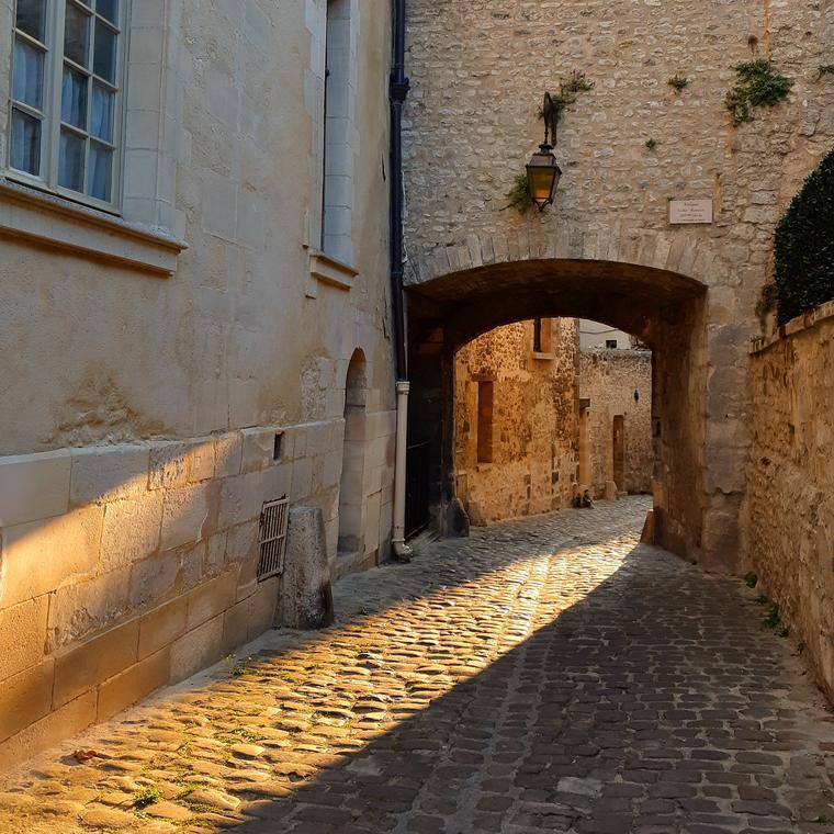 Fausse porte muraille gallo-romaine