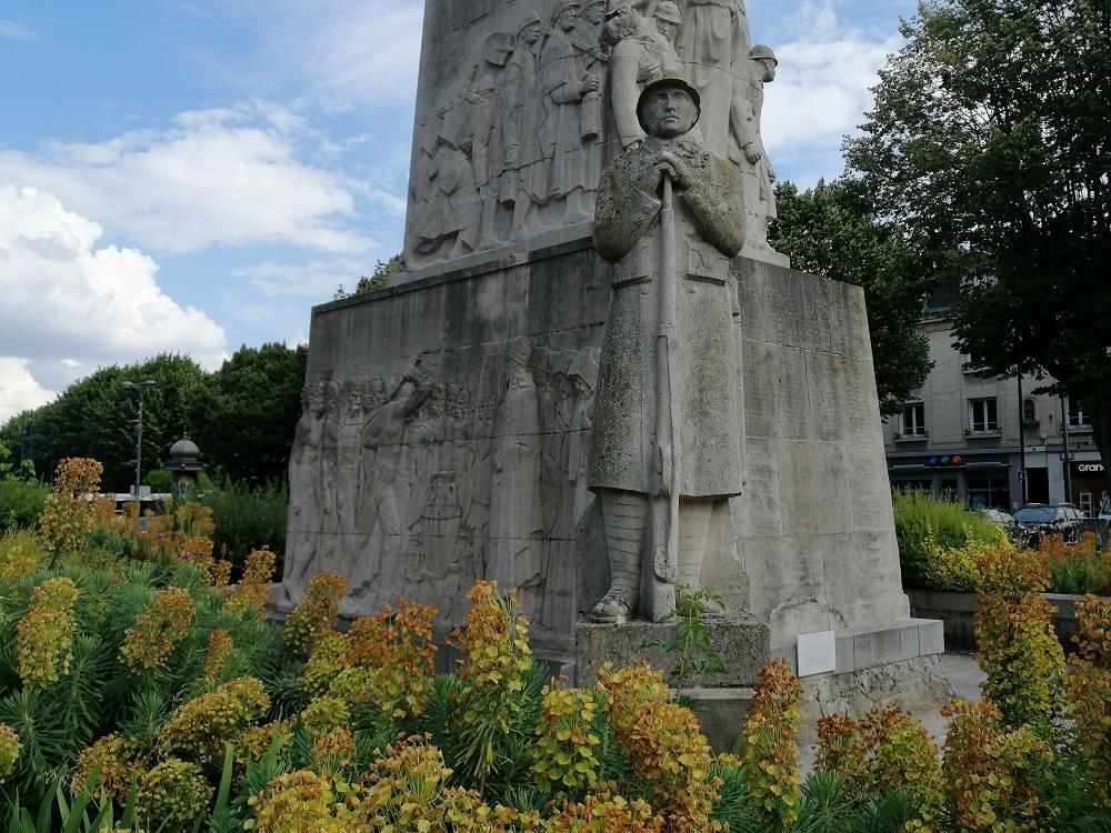 Monument aux morts < Soissons < Aisne