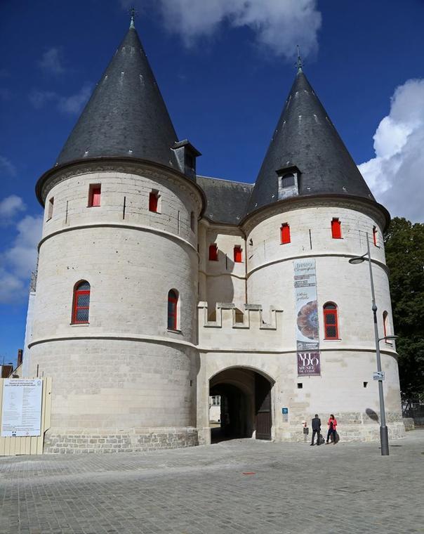 MUDO-Musee-de-l-Oise-chatelet-d-entree