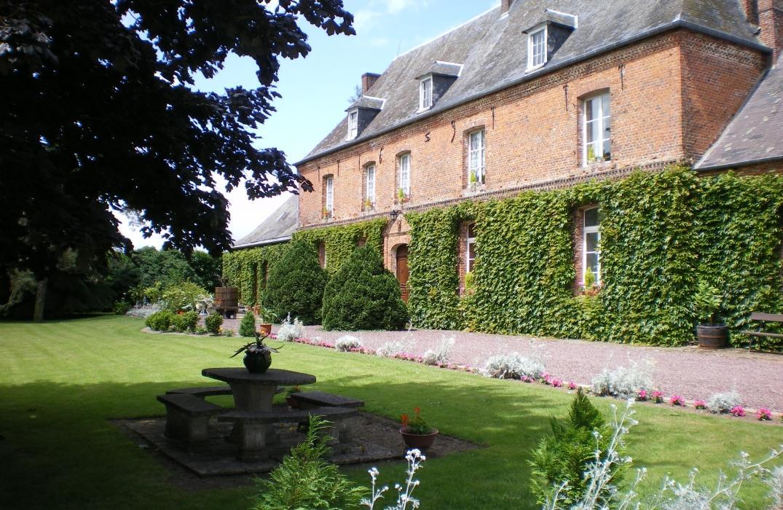 PCUPIC080FS00016_château_ext_neuville-coppegueule_somme_picardie ©Somme Tourisme