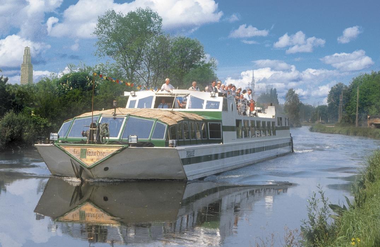 bateau picardie_exterieur_cathedrale_amiens_somme_hdf