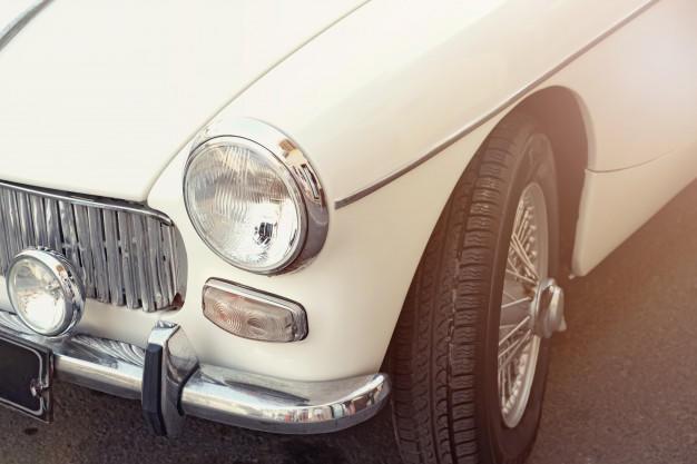 close-up-white-retro-car_260217-28
