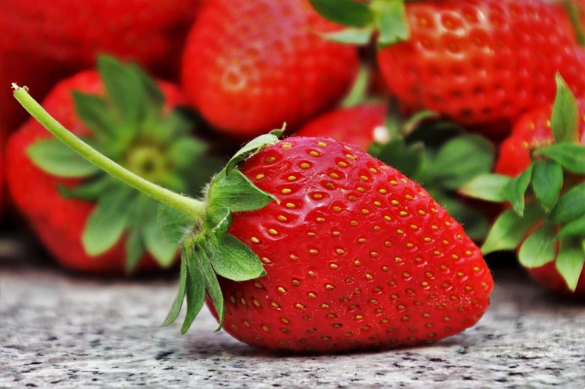 strawberries-3359755_1920