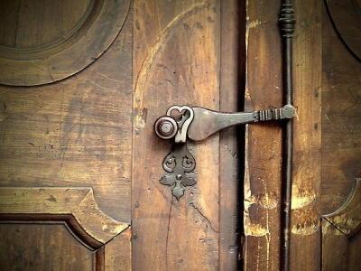 church-door-1927074_640