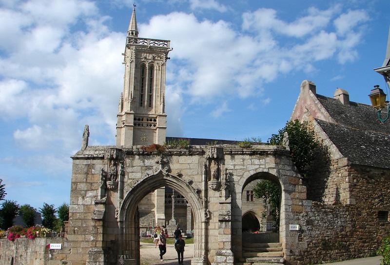 enclos-paroissial-Saint-Jean-du-Doigt