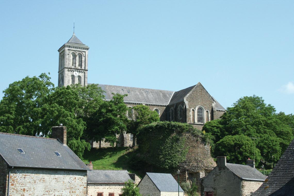 Eglise et bourg Monts++rs