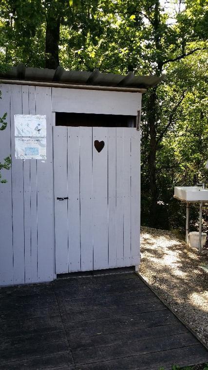 lascabanes_toilettes