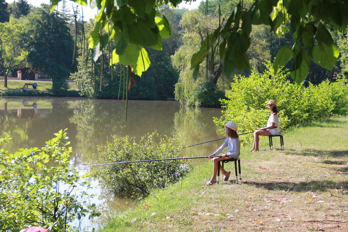 Fillettes pêche