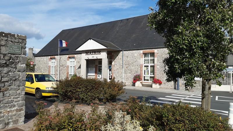 Salle - Montmartin - Place Pierre pigaux