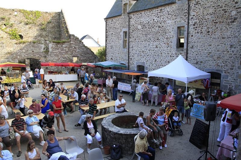 marché - château de Regnéville