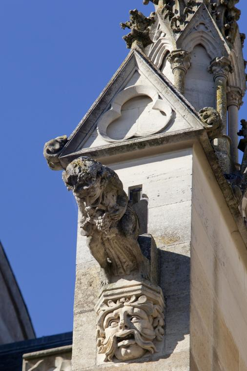 cathedrale-saint-etienne-chalons-gargouille-homme
