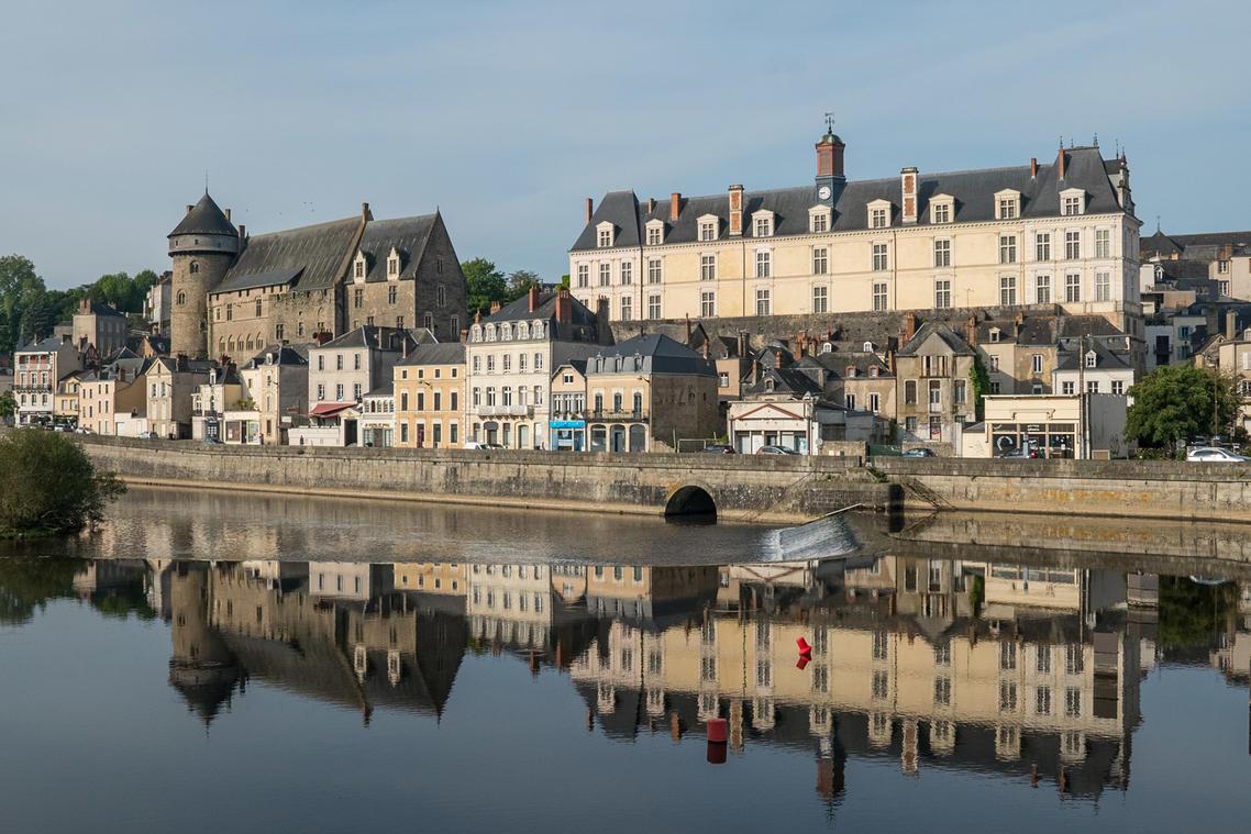 Vieux-chateau-et-chateau-neuf-musee-d-art-naif-et-singulier-laval--Mayenne