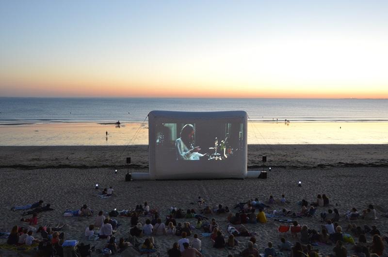 cine-plage---plage-du-casino---credit-Mairie-de-Jullouville-1