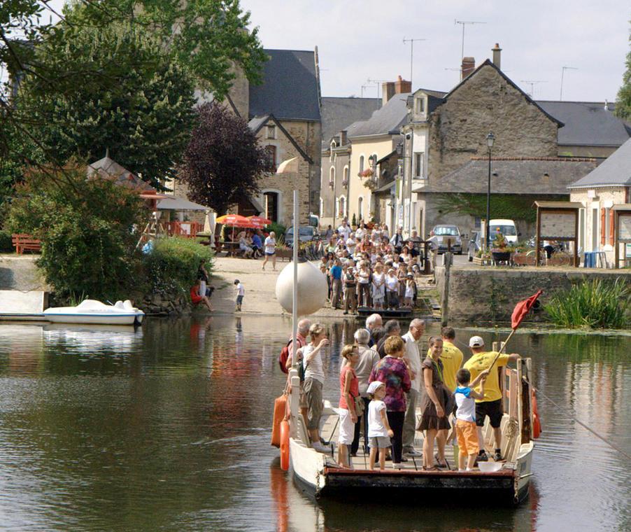 Le bac de Ménil en Mayenne