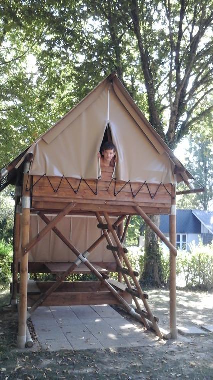 Tente bivouac au camping le parc de Vaux Ambrières les vallées